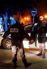В консульстве России во Франции подтвердили, что учителя в пригороде Парижа обезглавил «уроженец Москвы». Названо имя убийцы
