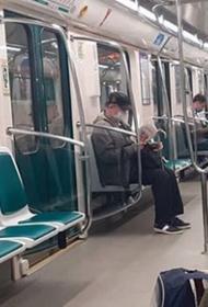 Забота о здоровье. В петербургском метро полицейские толпой избили парня за то, что он был без маски