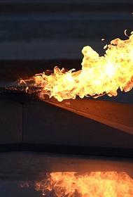 В Республике Коми дети сожгли траурный венок на Вечном огне