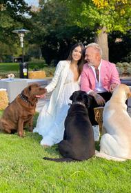 Итальянский «танцующий миллионер» женился на 27-летней модели. Пара ждёт первенца
