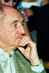 На Новодевичьем кладбище в Москве открыли памятник режиссеру Марку Захарову