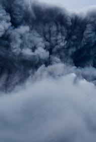 Извержение вулкана Безымянный началось на Камчатке