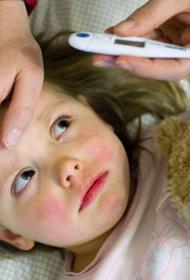 Дети в полтора раза чаще взрослых заражают COVID-19 членов семьи