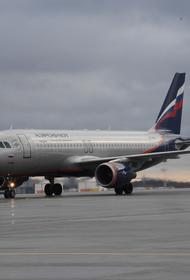 В московском аэропорту Шереметьево загорелся тягач