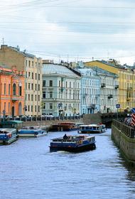 В Петербурге студент на каршеринге врезался в пять припаркованных машин