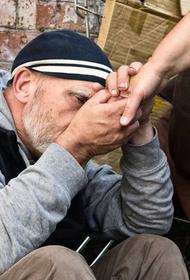 В Хабаровске бездомных бесплатно кормят и выдают маски