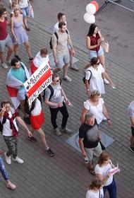 В  Минске готовят масштабную акцию протеста, в центр стягивают спецтехнику и силовиков