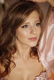 В сети обсуждают новое фото актрисы Лизы Арзамасовой