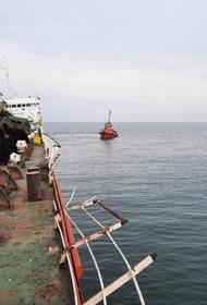 Троих моряков с танкера