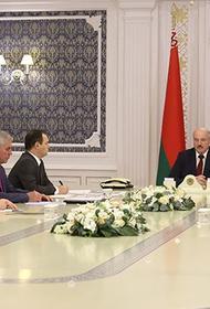 Лукашенко предложил студентов, выходящих на протесты, отправить «кого в армию, а кого — на улицу»