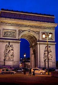 Зона вокруг Триумфальной арки в Париже эвакуирована после сообщения о заложенной бомбе