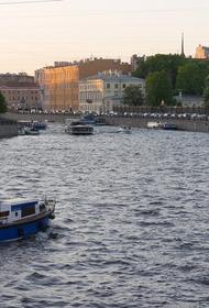 Специалисты проверяют сообщения о загрязнении реки Фонтанки нефтепродуктами