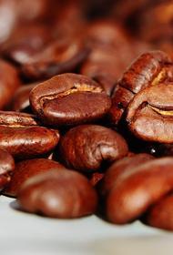 Эксперты рассказали, почему водители стали больше пить кофе за рулём