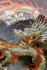 Китай молча стоит на берегу реки и ждет