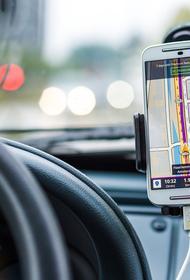 Исследователи сообщили, что водители Москвы время от времени разговаривают по телефону, находясь за рулём