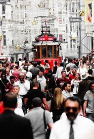 Российские туристки рассказали о повешенных знаках внимания турецких мужчин на курорте