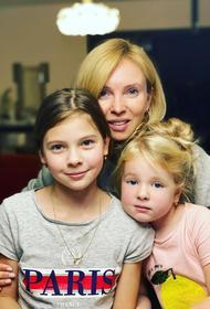 Татьяна Тотьмянина отмечает день рождения в кругу семьи