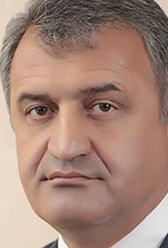 Бибилов поручил увольнять «врачей-дезертиров» из южноосетинских больниц