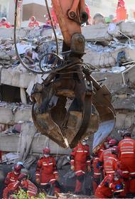 Трехлетнюю девочку извлекли из-под завалов живой через 65 часов после землетрясения в Турции