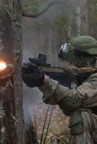 Военные разведчики свой праздник посвящают боевой учебе