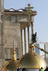 Митрополит Челябинский и Миасский освятил купола кафедрального собора