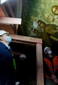 В храме Александра Невского под слоем лепнины и краски нашли уникальную роспись