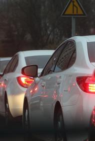В Москве автомобилистам запретили ездить по выделенным полосам, за нарушение - штраф 3 тысячи рублей