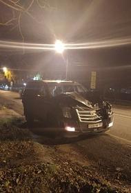 В Наро-Фоминске водитель, управляя автомобилем Cadillac, сбил парня и девушку и попытался скрыться