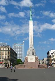 В Риге хотят осветить памятник Свободы