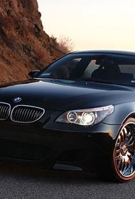 Автопроизводитель  BMW  предоставил  возможность  владельцам  машин самим  выбрать принадлежность Крыма в навигаторе
