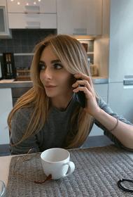 Катя Варнава опубликовала фото в сети: на актрисе надет только парик