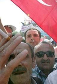 В Турции из-за распространения COVID-19 запретили курить на улицах