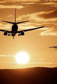 Пассажирский самолет приземлился в аэропорту