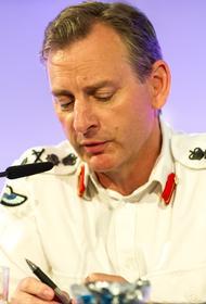Начальник главного штаба сухопутных сил Британии выпрыгнул с вертолета на учениях и его потеряли