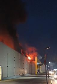 В Рязани загорелась крыша торгового центра