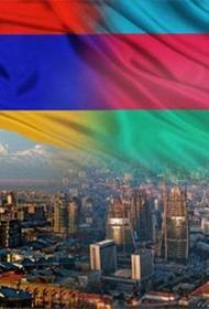 Азербайджан строил государство, а Армения демократию