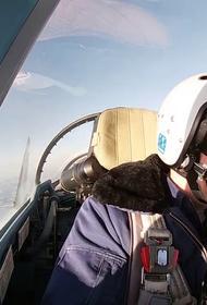 Российские Су-35С провели высокоманевренный учебный воздушный бой