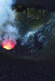 Вулкан активизировался на итальянском острове Стромболи