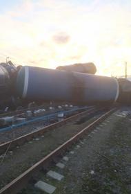 Во Владимирской области в результате схода поезда с рельсов погиб человек. Площадь разлива мазута - более 12 тысяч кв. метров