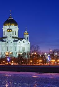 Водитель погиб при падении внедорожника в Москву-реку рядом с Храмом Христа Спасителя