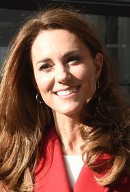 Герцогиня Кэтрин вновь появилась на публике в наряде, вдохновленном образом покойной принцессы Дианы
