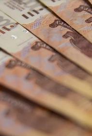 Россияне продолжают активно снимать деньги с депозитов и счетов