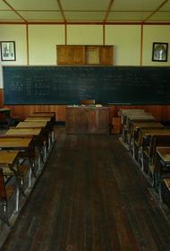 В школе Архангельска обрушился потолок во время урока географии