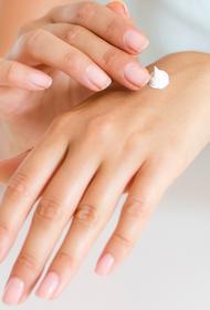 Врач-дерматолог Едемский назвал крем для рук, который позволит вывести кожу из «состояния войны»