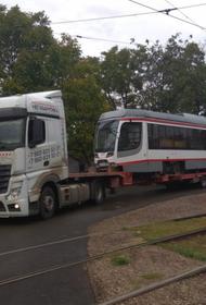 Последний из партии 2020 года трамвай привезли в Краснодар