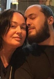 В День сыновей Лариса Гузеева опубликовала фото с сыном Георгием