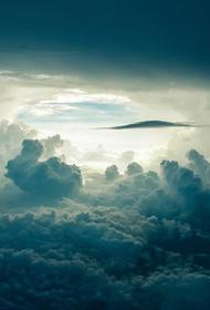 Российская стюардесса опубликовала видео редкого явления в небе