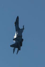 Истребитель Су-27 ВКС России перехватил американский самолет-разведчик RC-135 над Черным морем у российской границы