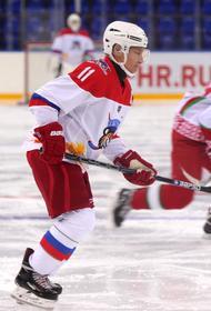 Песков не исключил участия Путина в хоккейном матче на Красной площади