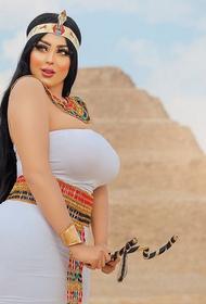 В Египте задержали фотографа за снимки танцовщицы на фоне пирамиды